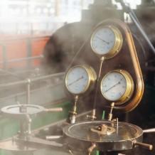 Jak wyglądają maszyny produkcyjne w przemyśle i zarządzanie produkcją?